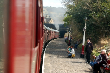 The curve of the train as it pulls into the station (Picture by Man)